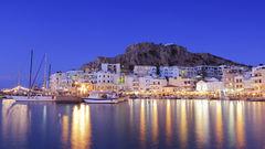 Pigadias vackra hamn på ön Karpathos.
