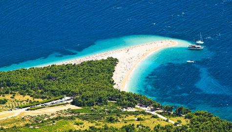 Stranden Zlatni Rat på ön Brac, Kroatien.