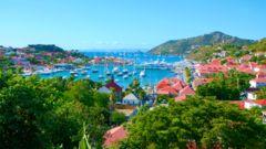 St. Barths är ett populärt resmål att lägga till vid med segelbåt eller yacht-charter.