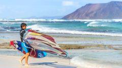 Intresserad av att testa windsurfing? Fuerteventura är platsen att börja.