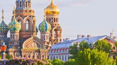 Besök den ortodoxa kyrkan Spas na Krovi i S:t Petersburg.