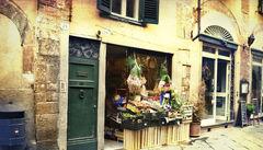Siena hade sin storhetstid under medeltiden fram till Digerdöden och är idag känt för sitt historiska centrum.