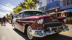 Bil på Miami Beach under Art Deco Weekend-festivalen i Miami.