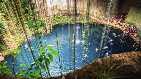 En av Mexikos många cenote-grottor