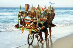 Souvenirförsäljare längs stranden på Kuba.
