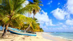 Karibiens stränder kan  avnjutas både med kryssning och charter.