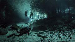 Du kan även utforska cenote-grottorna under vattnet.