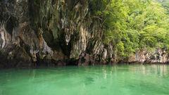 På Koh Hong finns det gott om vackra klippformationer och turkosgrönt vatten.