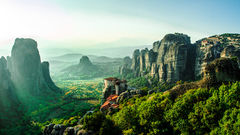 Klosterna i Meteora är minst sagt en syn du aldrig kommer glömma.