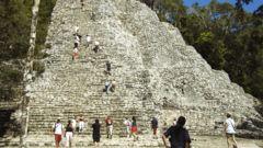 I Coba kan du bestiga en Maya-pyramid till fots.