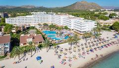 Hotell Condesa de la Bahia ligger precis vid stranden.