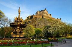 Edinburgh Castle med utsikt över hela staden.